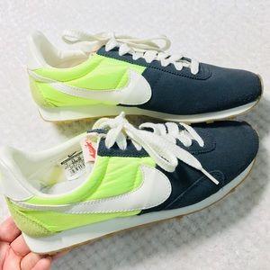 Nike Cortez style tennis shoes Size 7 EUC